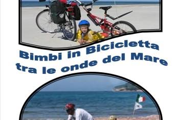 8_IMMAGINE COPERTINA Bimbi in biciclettatra tra le onde del Mare